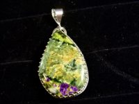 Stitchtite in Serpentine pendant
