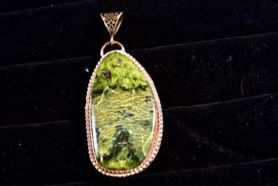 Stitchtite in Serpentine pendant